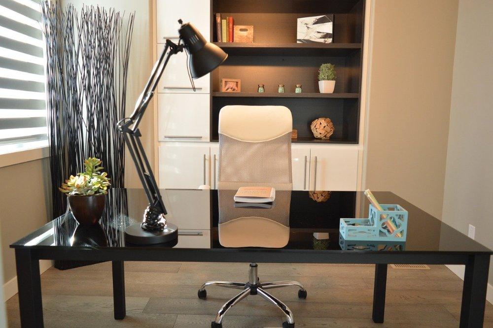 Hoe regel je goed licht in je thuiskantoor? Dat doe je met deze tips!